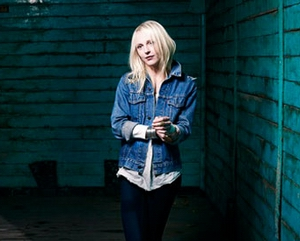 http://postwave.gr/images/stories/CDs2/laura-marling-007.jpg